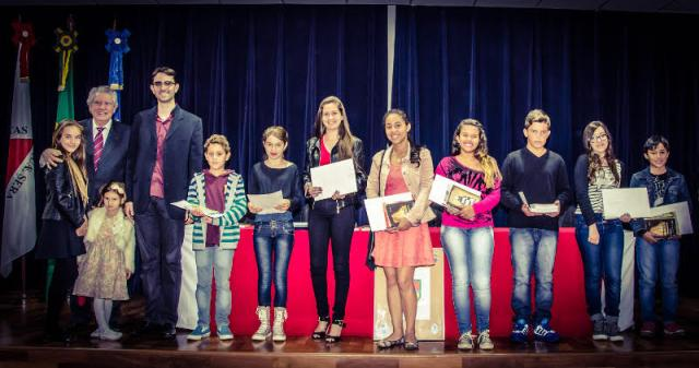 Os premiados do último concurso durante Sessão Solene da Academia de Letras em julho. (Foto: Ériton Queles/Alca).