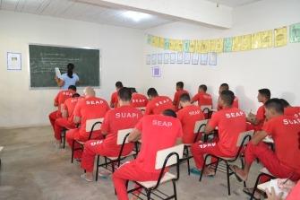 presos estudando (1)